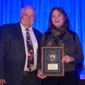Dr. Virginia Reef Accepts AAEP Distinguished Educator Award