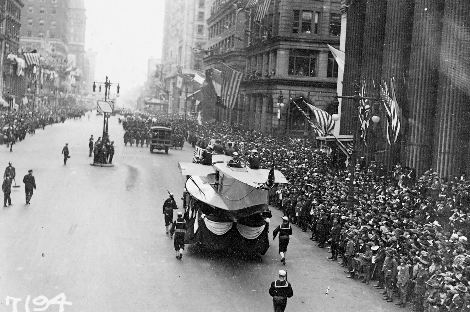 Hundreds of thousands of people attended the Liberty Loan parade in Philadelphia in September 1918, an event that contributed to the spread of the Spanish flu. Joshua Plotkin and colleagues at Princeton have shared an analysis of the optimal ways to intervene with public health measures to avoid a serious second peak of cases in the coronavirus pandemic.
